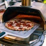 Lifestyle--Ooni-Karu-16-Pizza_1_669x447